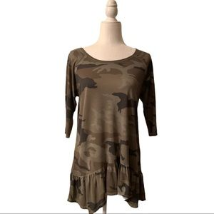 Dantelle camouflage ruffled top 3/4 sleeves NWT